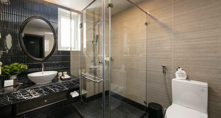 Junior-suites-room-bathroom-imperial-hotel-spa