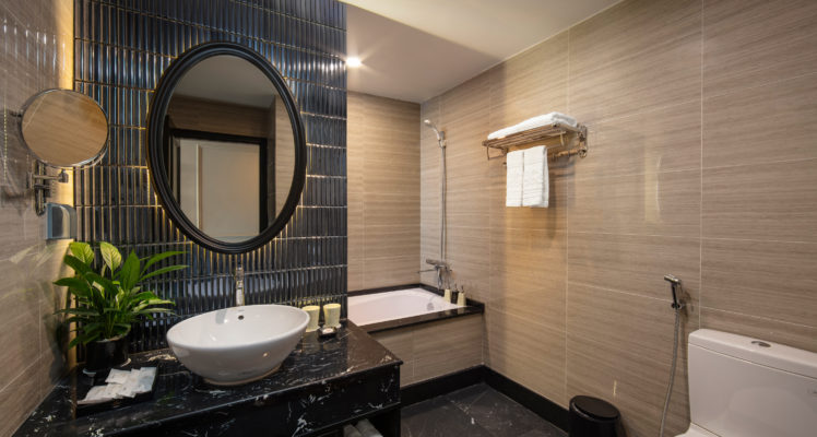 junior suite city view room bathroom with bathtub