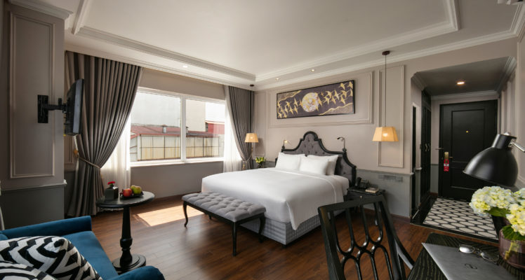 imperial suite room king bed city view