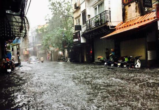 hanoi flooded during the heavy rain